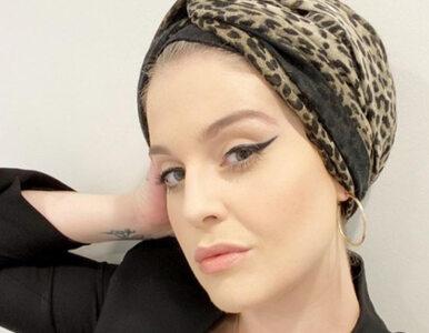 Kelly Osbourne pozuje w czarnej sukience. Jej metamorfoza robi wrażenie