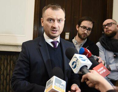 Ochroniarz Kaczyńskiego chodzi z bronią po Sejmie? Nitras tłumaczy...