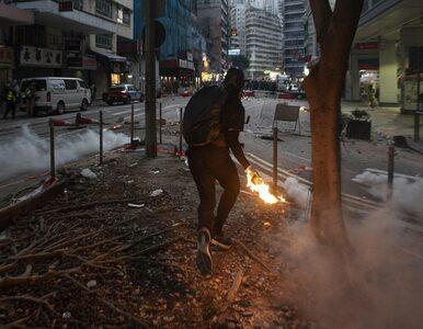 """Hongkong. Przeciwnik protestów oblany benzyną i podpalony. """"Zachowują..."""