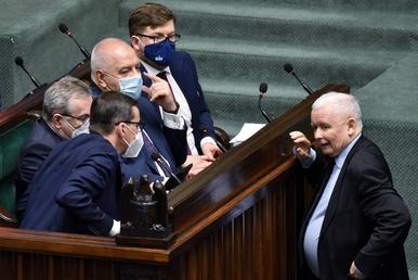 Jarosław Kaczyński zakazał obniżania podatków? W partii zapanował popłoch