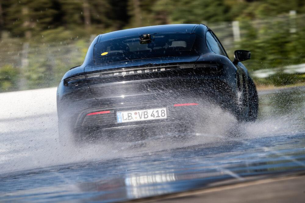 Rekordowy drift Porsche Taycana