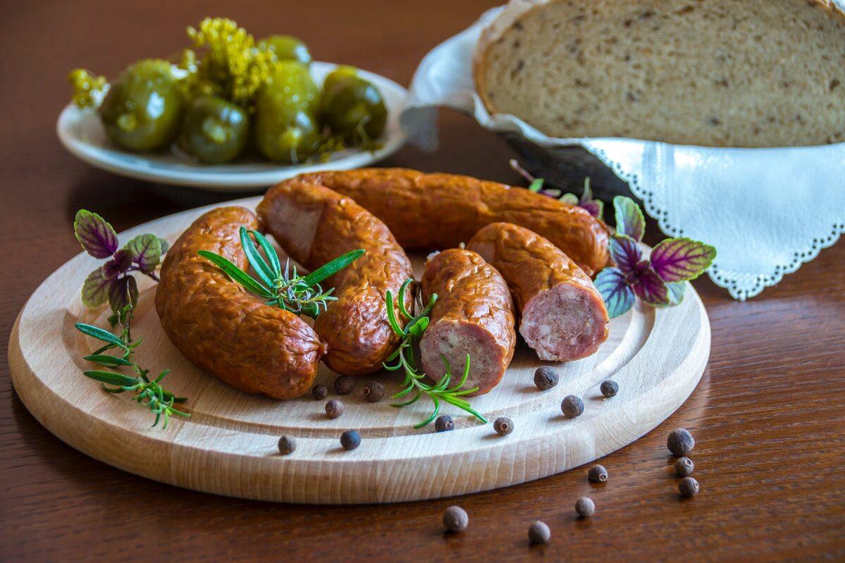 Kiełbasa – przetworzony produkt mięsny Zdjęcie ilustracyjne