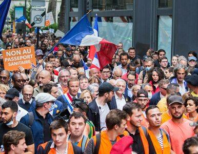 Francja zaostrza przepisy covidowe. Tysiące ludzi wyszły na ulice