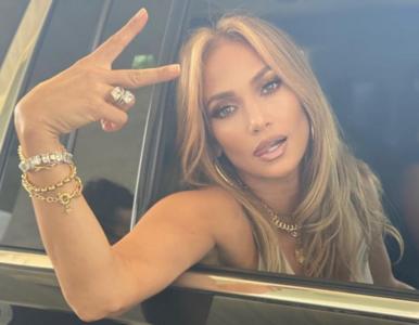 Jennifer Lopez z mamą i córką. Trzy pokolenia na jednym zdjęciu. Są do...