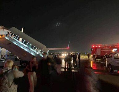 Najpierw dym i opóźnienie, potem w trakcie lotu zapalił się silnik....