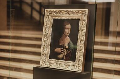 Dama z gronostajem bez naszyjnika w Muzeum Narodowym w Krakowie. O co...