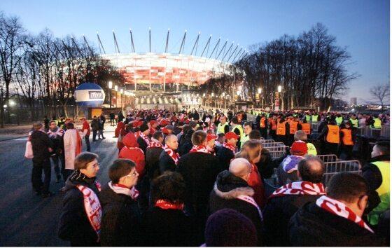 60 tysięcy fanów - i dwie otwarte bramy. Życie kibica nie jest łatwe... (fot. PAP/Paweł Supernak)