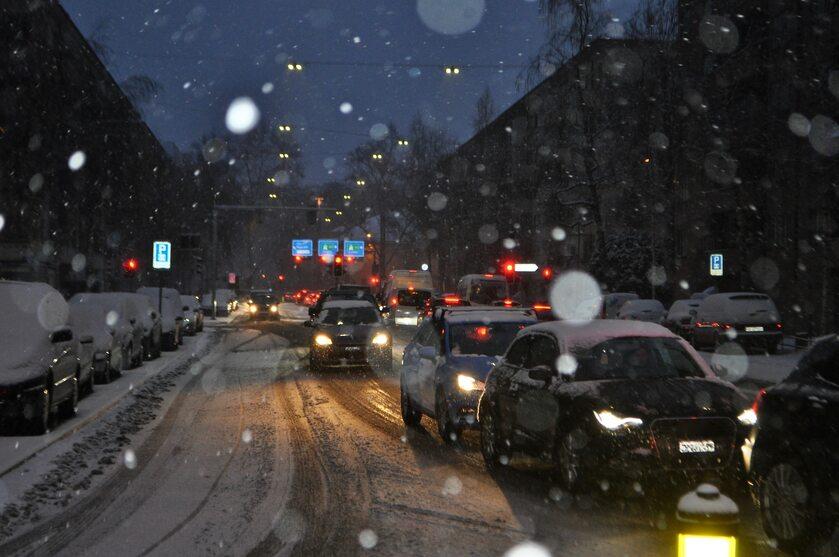 Samochody, śnieg
