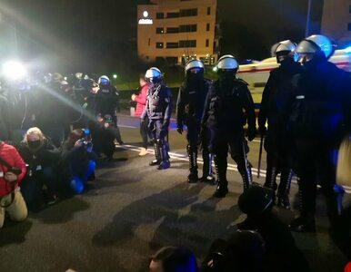 Strajk Kobiet przed siedzibą MEN. Doszło do przepychanek, interweniowała...