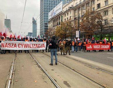 Marsz Niepodległości w Warszawie. Policjanci obrzuceni racami i butelkami