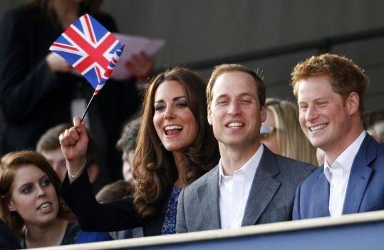 Księżniczka Beatrice, księżna Kate i książęta William i Harry (PAP/EPA)