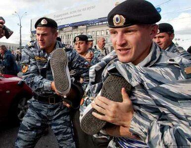 Rosja: zgromadzenia w sprawie prawa do gromadzeń. Policja zatrzymuje...