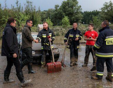 Morawiecki na terenach dotkniętych podtopieniami. Deklaruje pomoc finansową