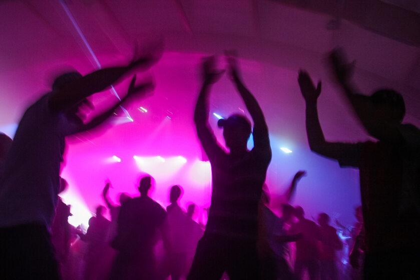 Impreza w klubie (zdj. ilustracyjne)