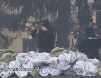 Funkcjonariusze Berkutu strzelają do protestujących