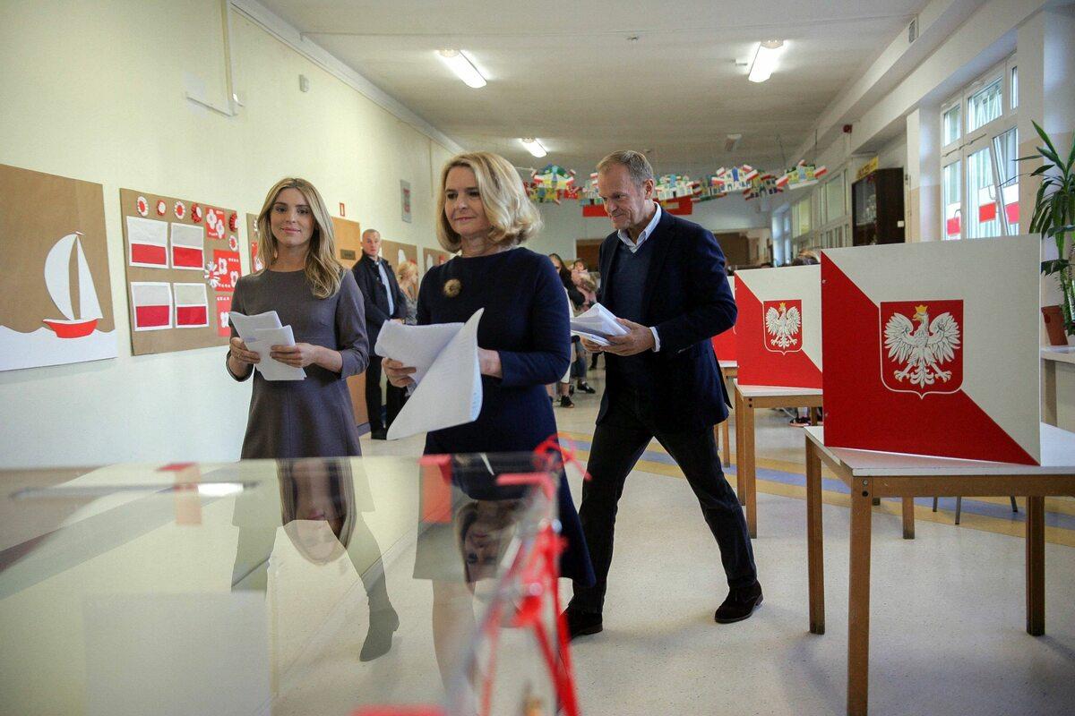 Donald Tusk głosował w Sopocie z żoną i córką