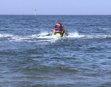Wjechał skuterem wodnym w plażowiczów. Kobieta z urazem kręgosłupa...