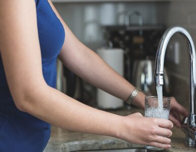 Szklanka wody tuż po przebudzeniu potrafi zdziałać cuda