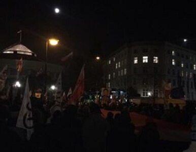 KOD demonstruje przed Sejmem. Kijowski: Zrobię wszystko, żeby odzyskać...