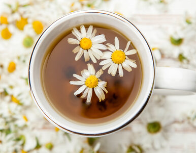 8 powodów, by zawsze mieć w szafce herbatę rumiankową