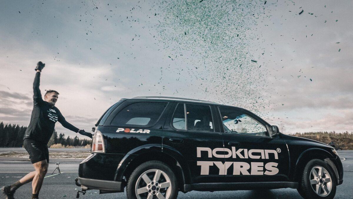 Rekord świata w pchaniu auta