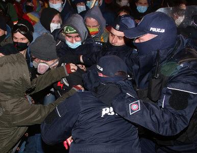 Zatrzymanie fotoreporterki w czasie protestu przed MEN. Jest...