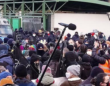 Manifestacje kobiet na 8 marca. Przepychanki z policją w Warszawie i...