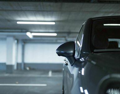 """Matka parkowała, córka pomagała w roli """"czujnika"""" i stała pod ścianą...."""