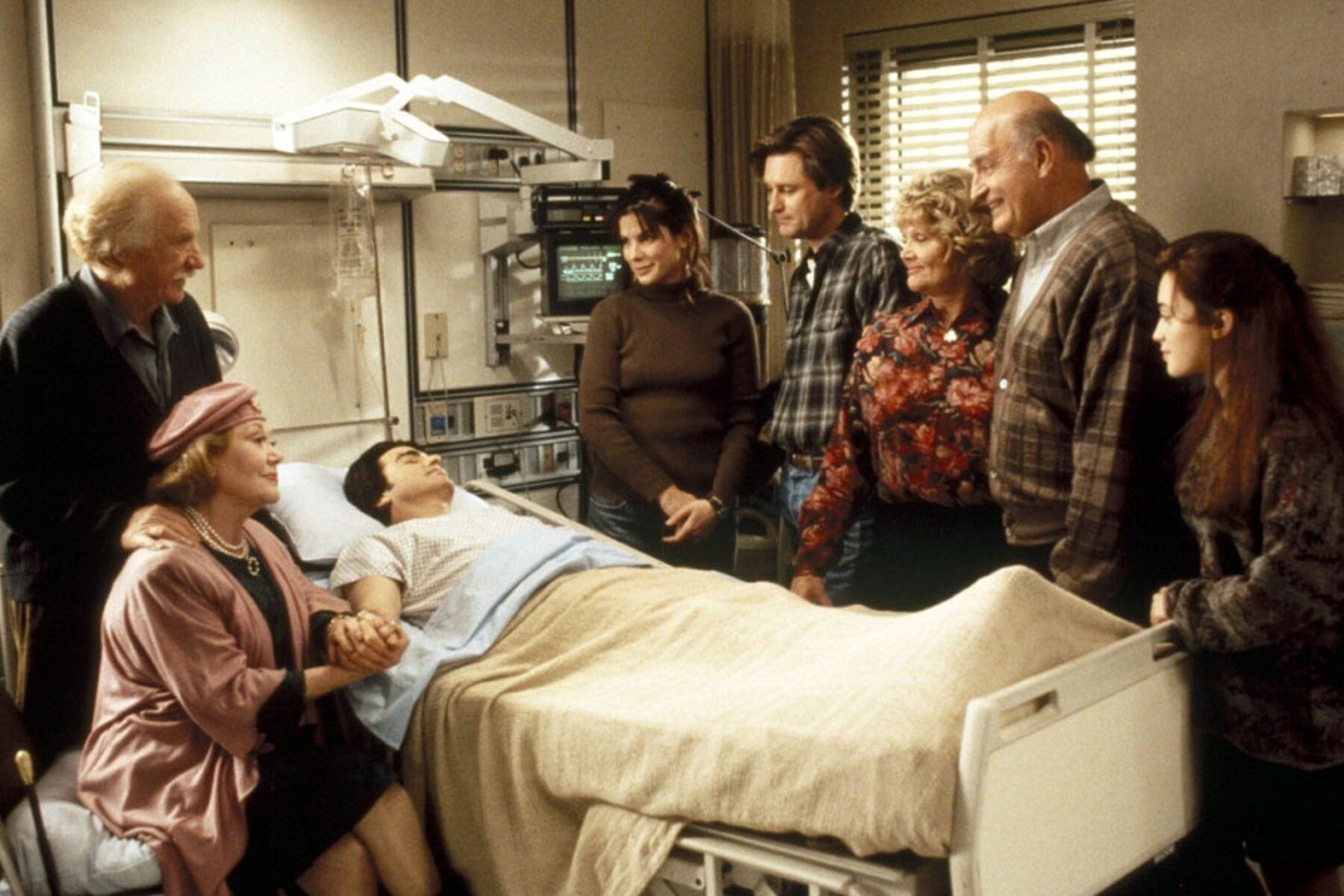 """Gdzie pracuje bohaterka filmu """"Ja cię kocham, a ty śpisz"""" Lucy Eleanor Moderatz?"""