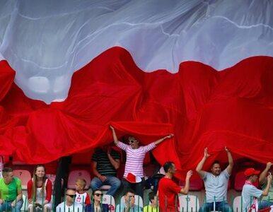 Anonim ufundował 100-metrową flagę Polski na mecz z Czechami