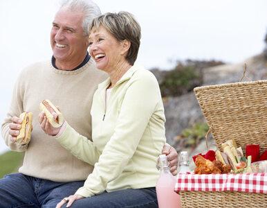 Żona od 41 lat codziennie bierze gryza z kanapki męża. Niezwykły gest...