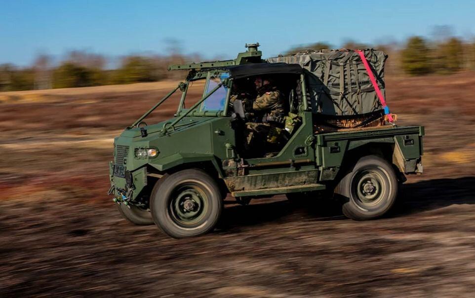AERO 4x4 Wymiary AERO 4x4 to 3,6 m długości, 2,1 m szerokości i 2,1 m wysokości.