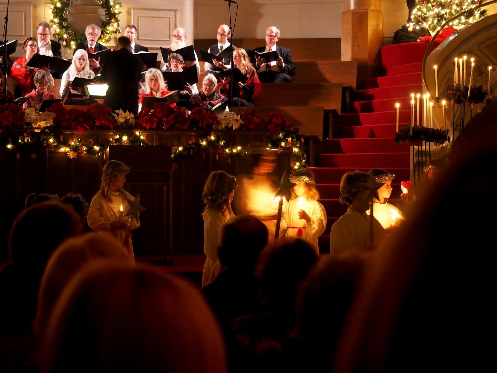 Celebrowanie Bożego Narodzenia rozpoczyna się od 13 grudnia (od dnia św. Łucji) w...