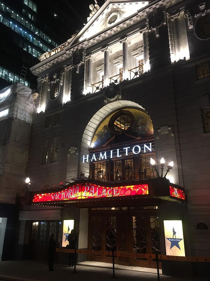 """Premiera musicalu """"Hamilton"""" wVictoria Palace Theatre wLondynie w2017 roku"""