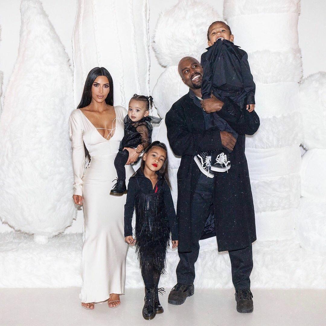 Kim Kardashian West i Kanye West z rodziną