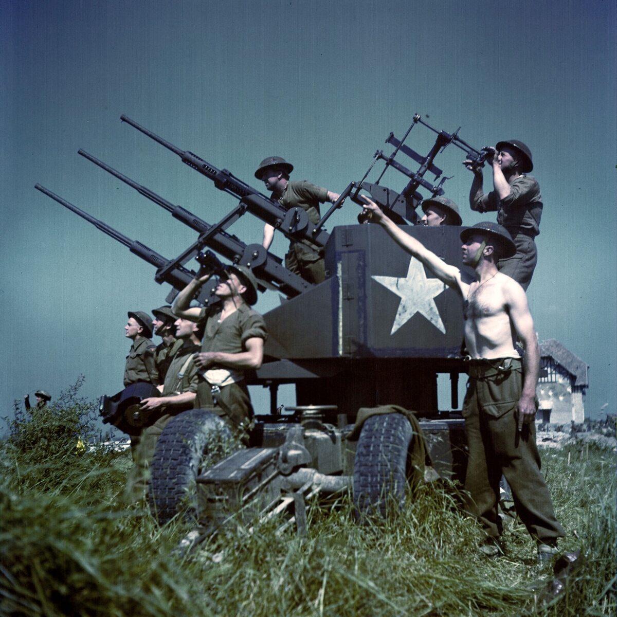 Kanadyjska obsługa działka przeciwlotniczego (czerwiec 1944  r.)