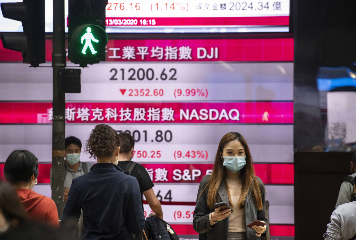 Hongkong. Przechodnie na ulicach (13 marca)
