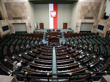 Na polskiej scenie politycznej powstaje nowa partia. Posiada...