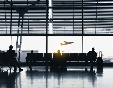 Ewakuacja pasażerów samolotu do Bukaresztu. Zadymienie na pokładzie