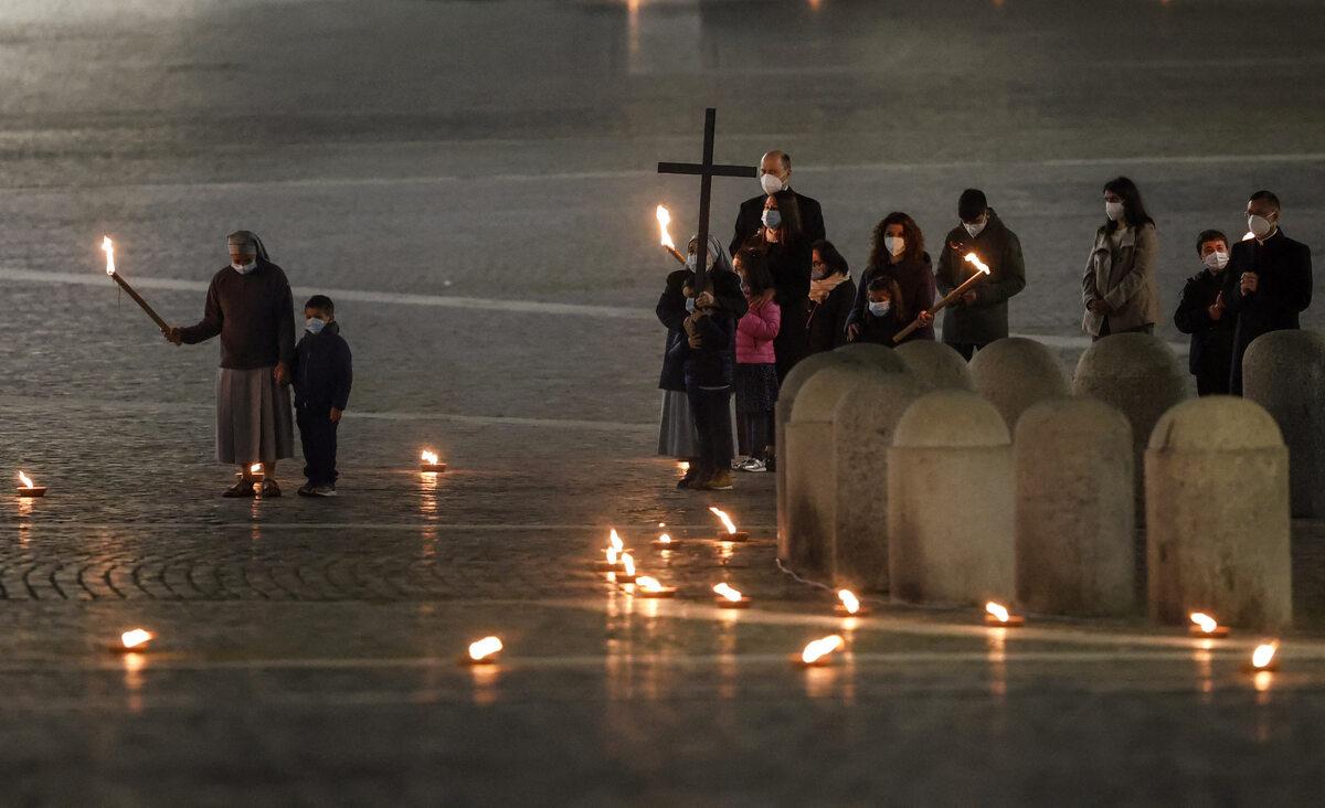 Droga Krzyżowa na placu Świętego Piotra
