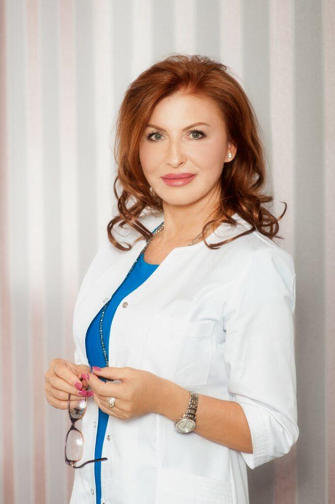 Dr Magdalena Łopuszyńska