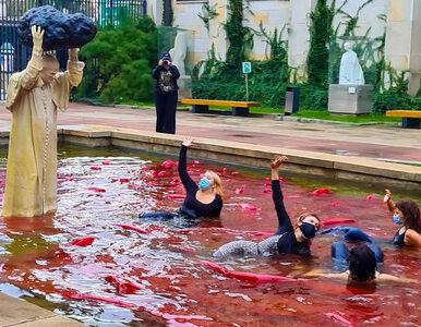 Wykąpały się przed pomnikiem Jana Pawła II w proteście przeciwko...