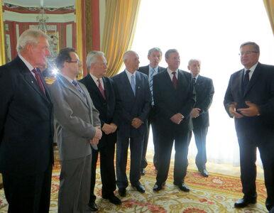 Komunistyczni generałowie popierają Komorowskiego