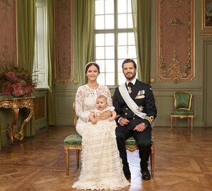 Szwedzka rodzina królewska publikuje zdjęcia z chrzcin Aleksandra