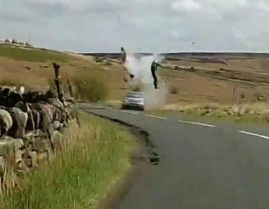 """Motocyklista dosłownie """"wyleciał w powietrze"""". Policja pokazała zdjęcia..."""