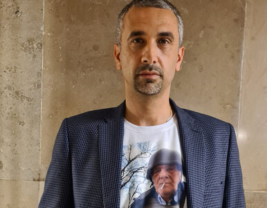 """Politycy PiS """"murem za Terleckim"""". Założyli koszulki z popularnym zdjęciem"""