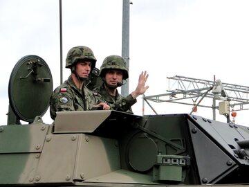 Pojazdy na wojskowej defiladzie z okazji Święta Wojska Polskiego