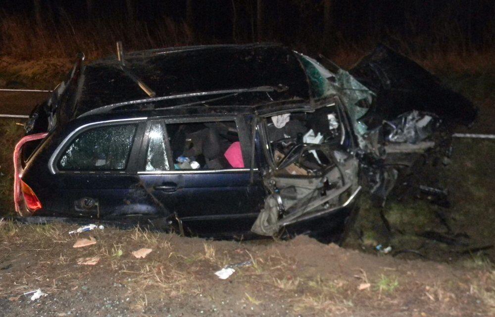 Nietrzeźwy kierowca rozbił auto i wjechał do rowu
