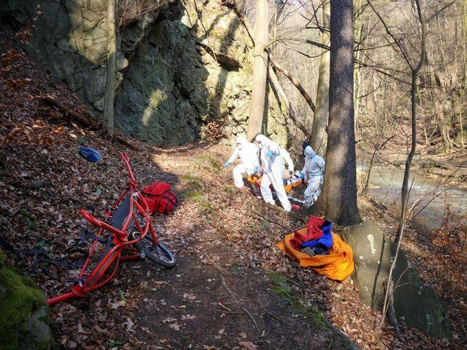 Ratownicy zGrupy Sudeckiej GOPR pomogli rannemu mężczyźnie