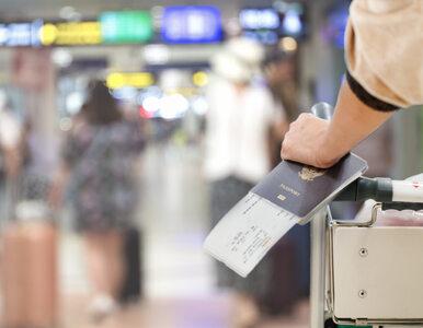 Pasażer nie chciał się spóźnić na samolot. Wywołał alarm bombowy